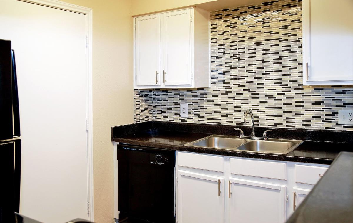Kitchen at Listing #136441