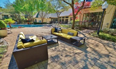 Lounge at Listing #136636