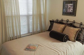 Bedroom at Listing #143449