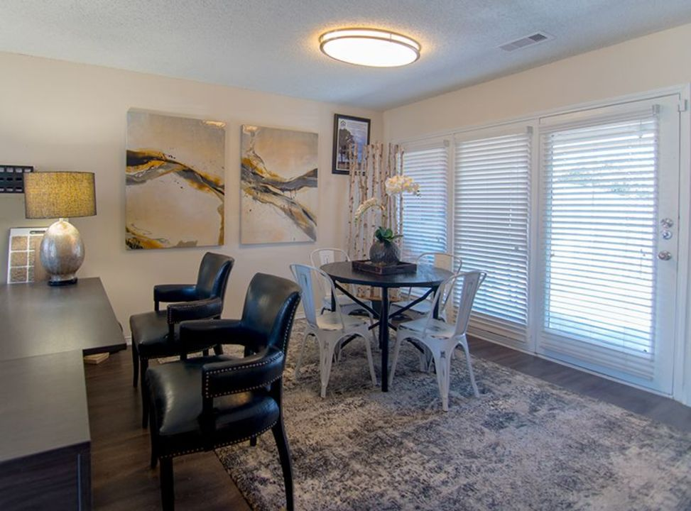 Dining at Listing #136981