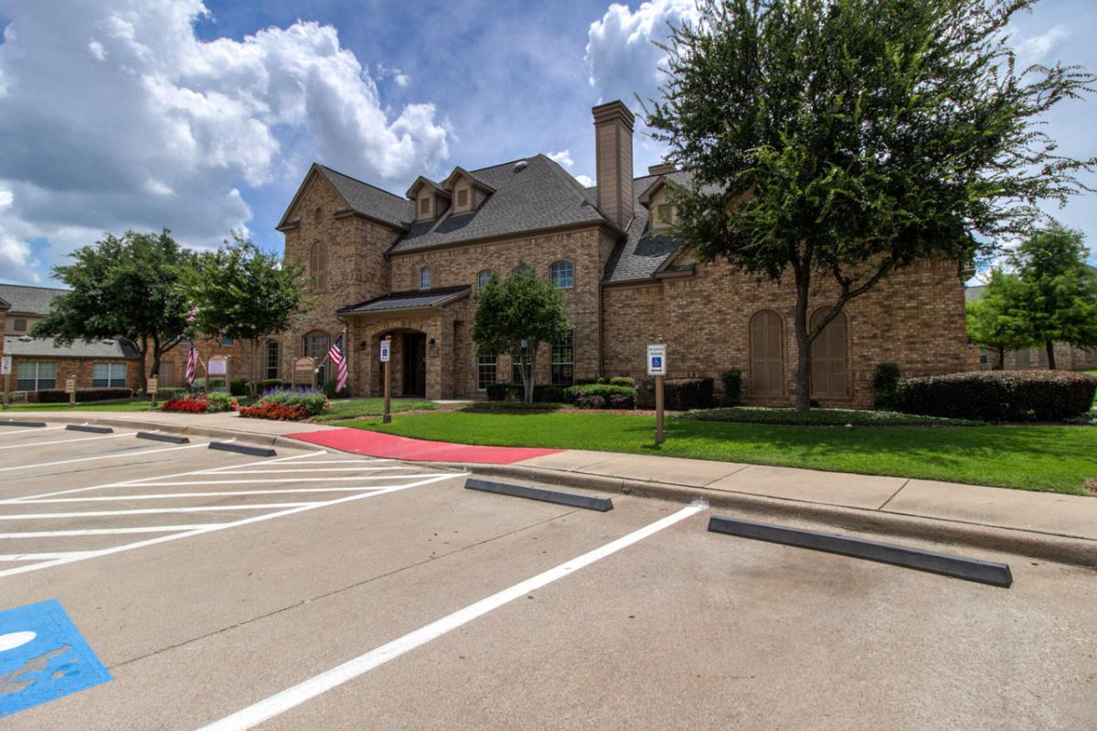 Exterior at Listing #144403
