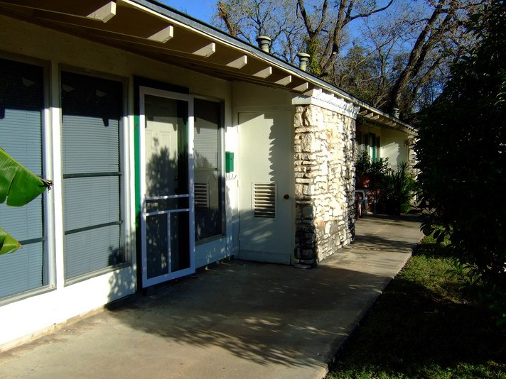 Exterior 2 at Listing #140326