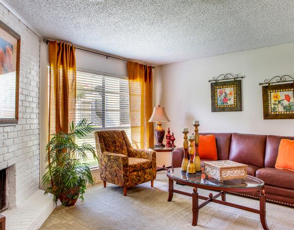 Living Room at Listing #135794