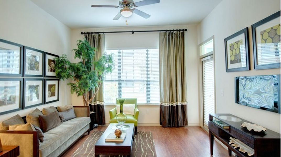 Living at Listing #147716