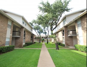 Courtyard at Listing #136233