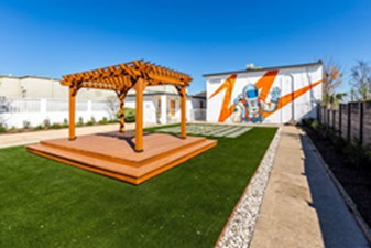Courtyard at Listing #140913