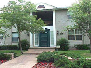 Exterior 2 at Listing #136644