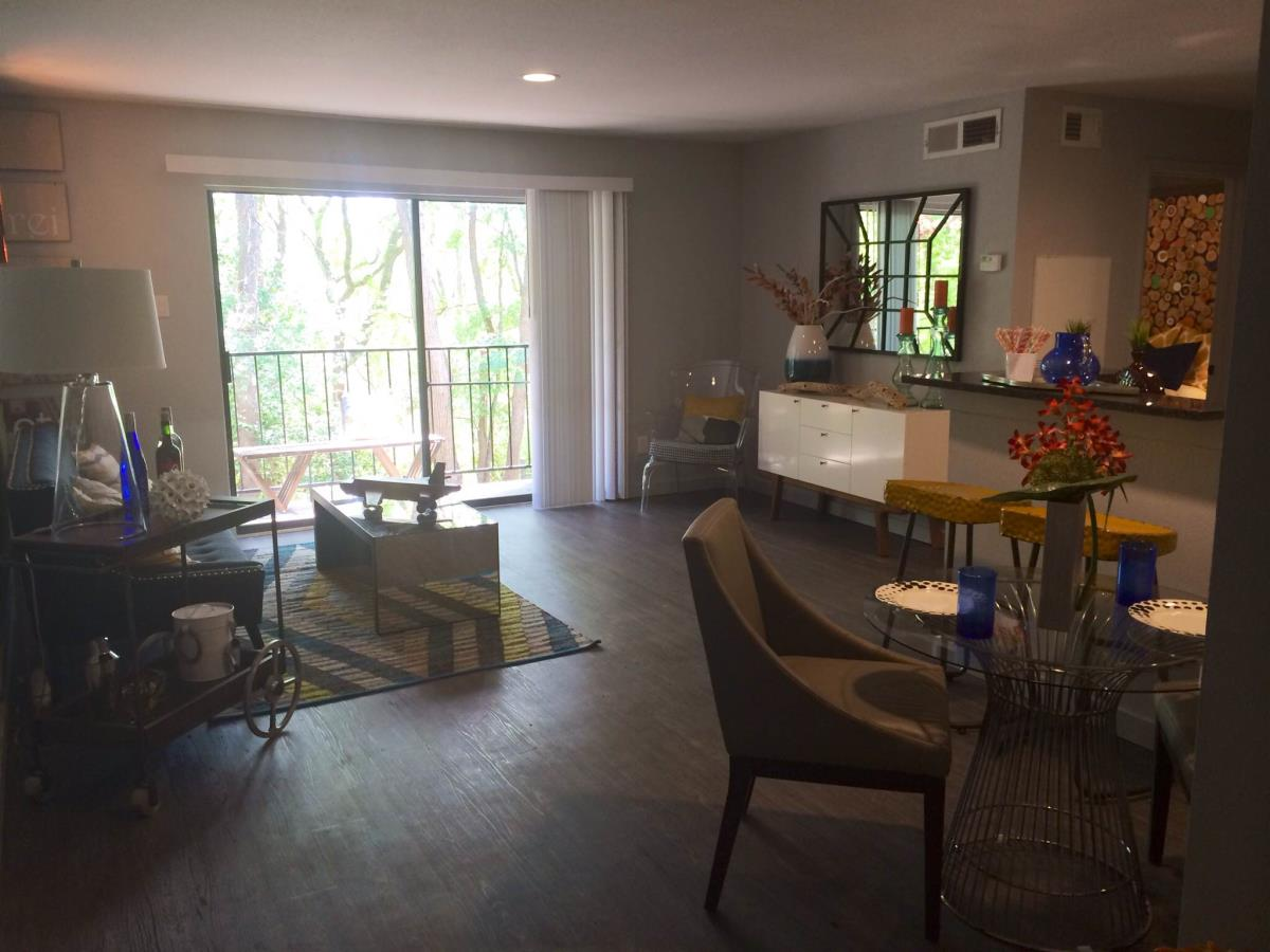 Living at Listing #140220