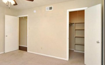 Bedroom at Listing #140363