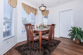 Dining at Listing #140107