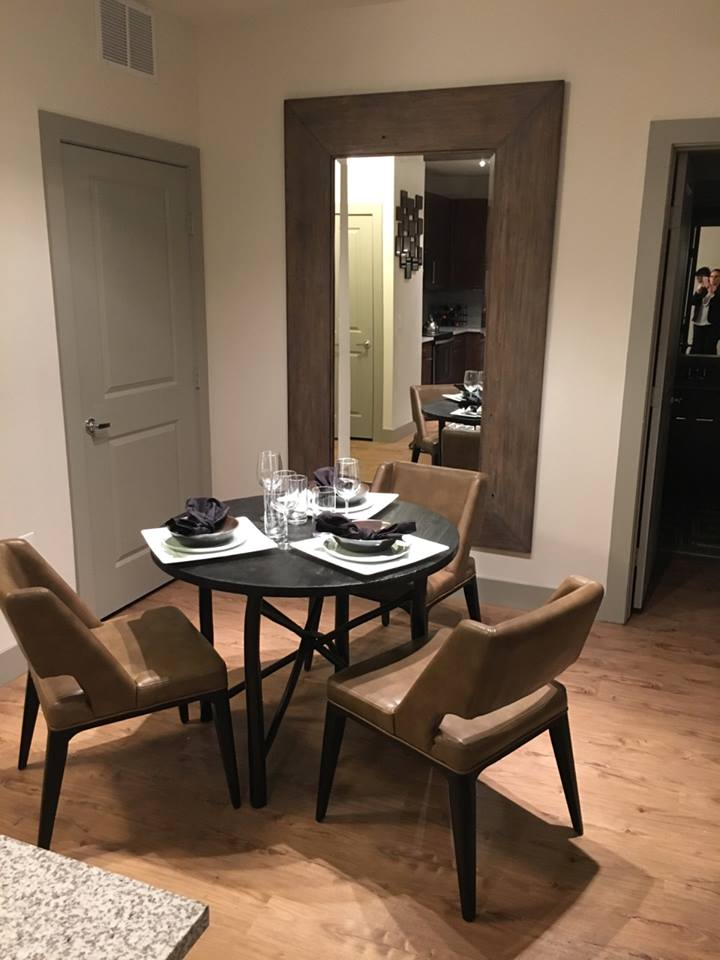 Dining at Listing #252771