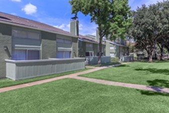 Exterior at Listing #135780