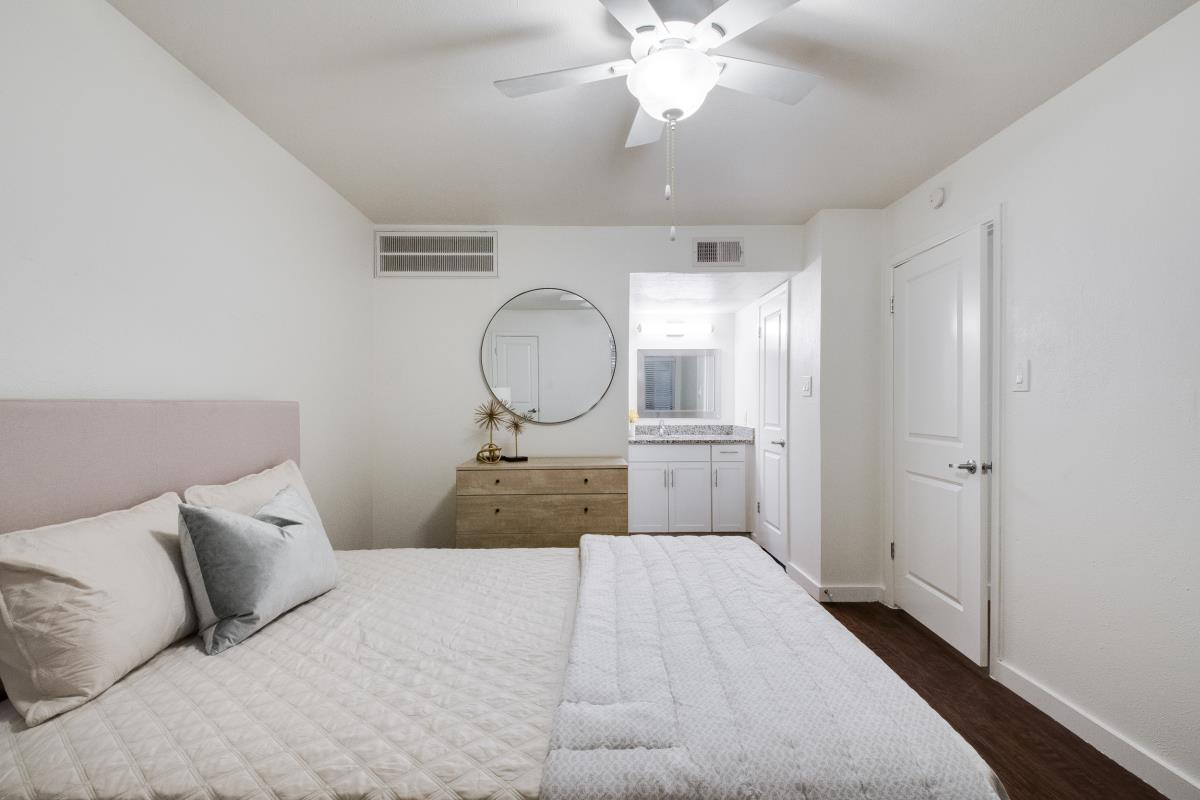 Bedroom at Listing #137138