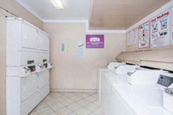 Laundry at Listing #139549