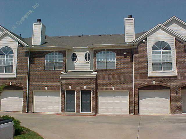 Entrance/Garage at Listing #137645