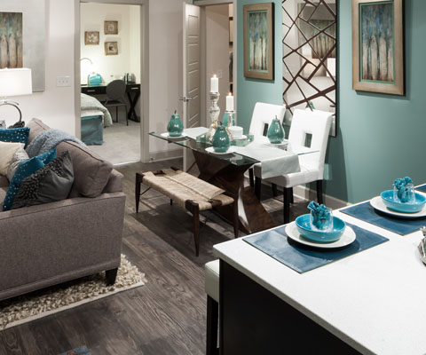 Dining at Listing #258896