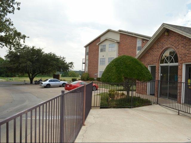 Calloway Place Apartments River Oaks, TX