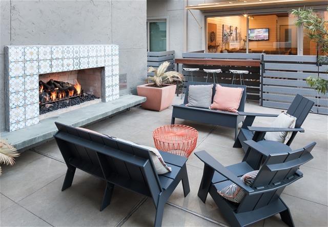 Lounge at Listing #152723