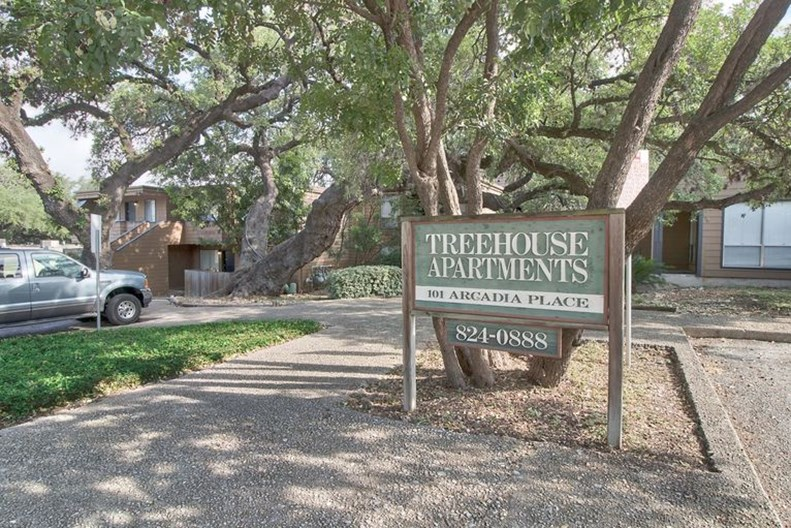 Alamo Heights Treehouse Apartments