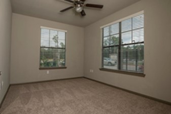 Bedroom at Listing #295845