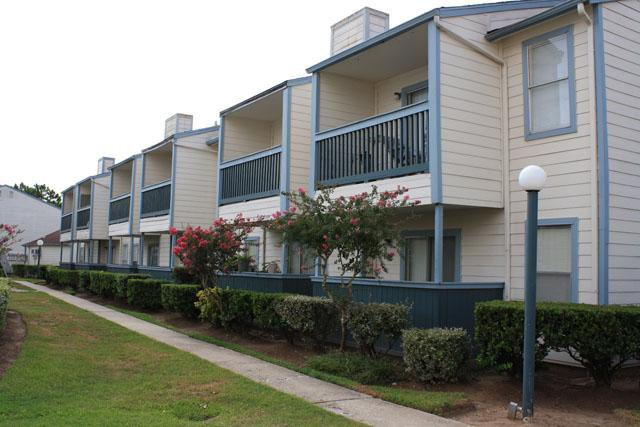 Royal Wildewood Manor Apartments Clute, TX