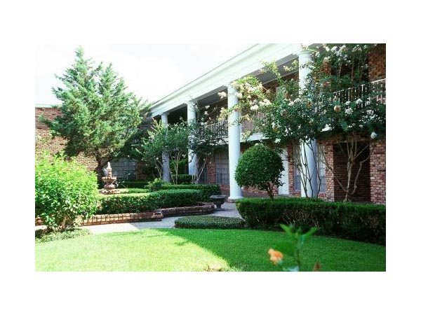 Exterior at Listing #138818