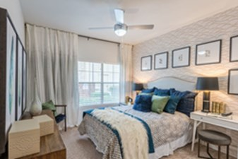 Bedroom at Listing #144633