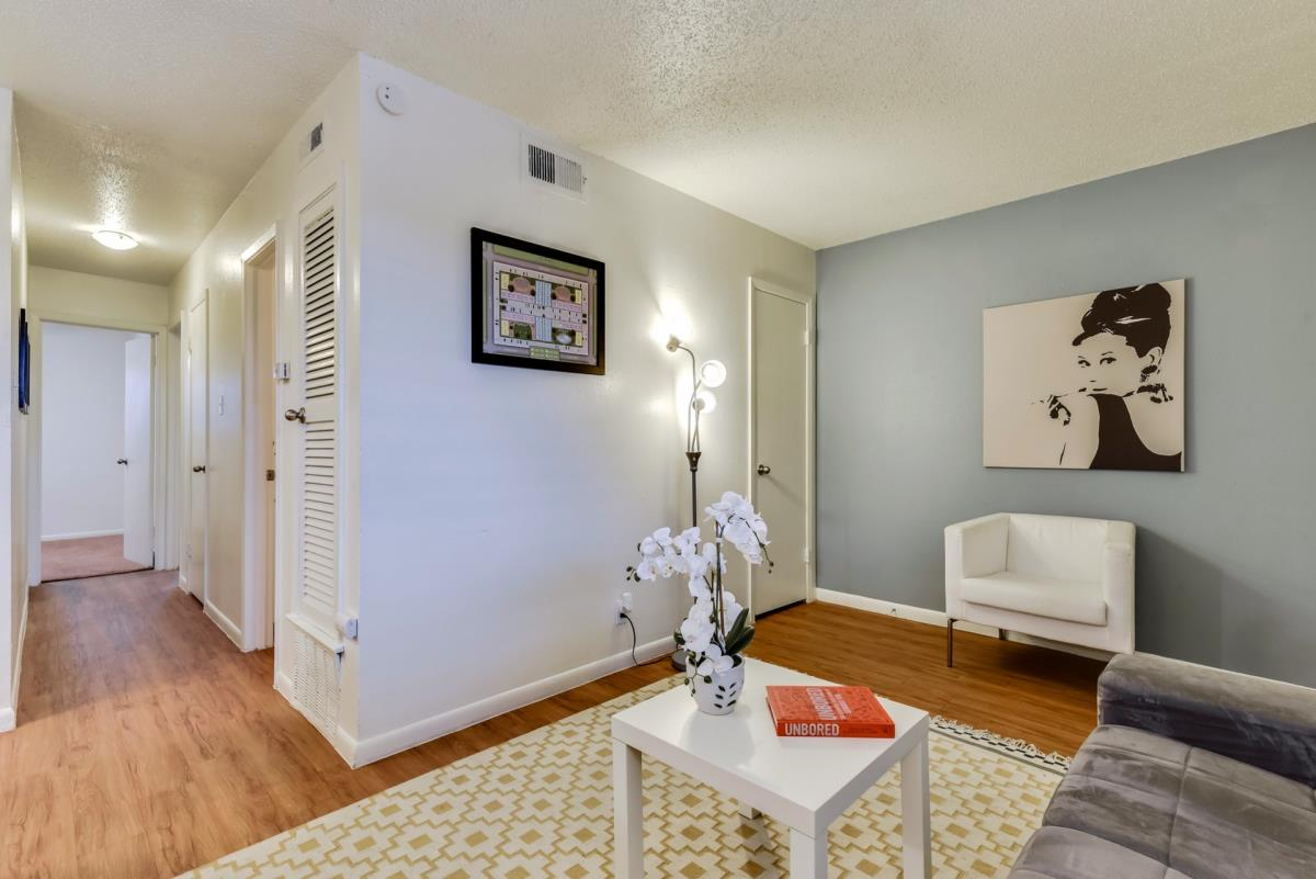Living at Listing #140525