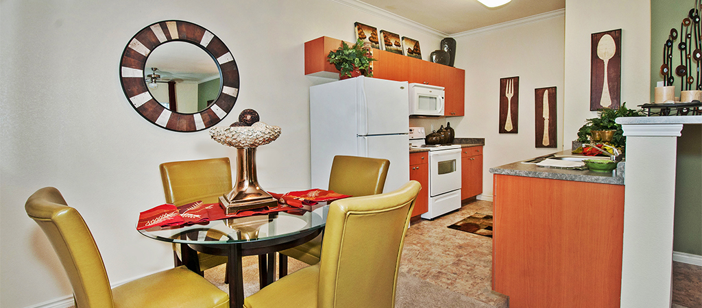 Dining at Listing #144701
