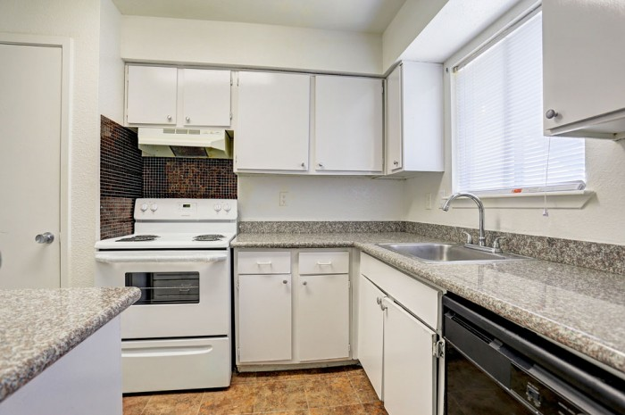 Kitchen at Listing #139871