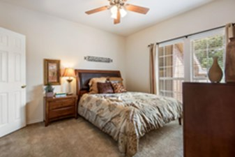 Bedroom at Listing #138220