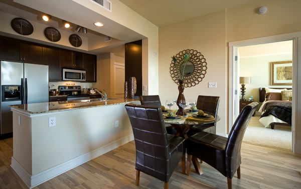 Dining at Listing #145827