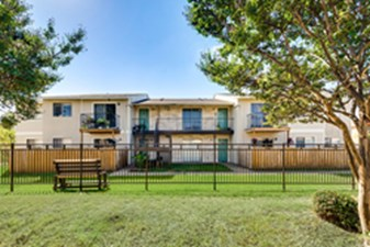 Irving Oaks at Listing #136520