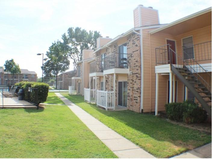 Carrollton Oaks Apartments