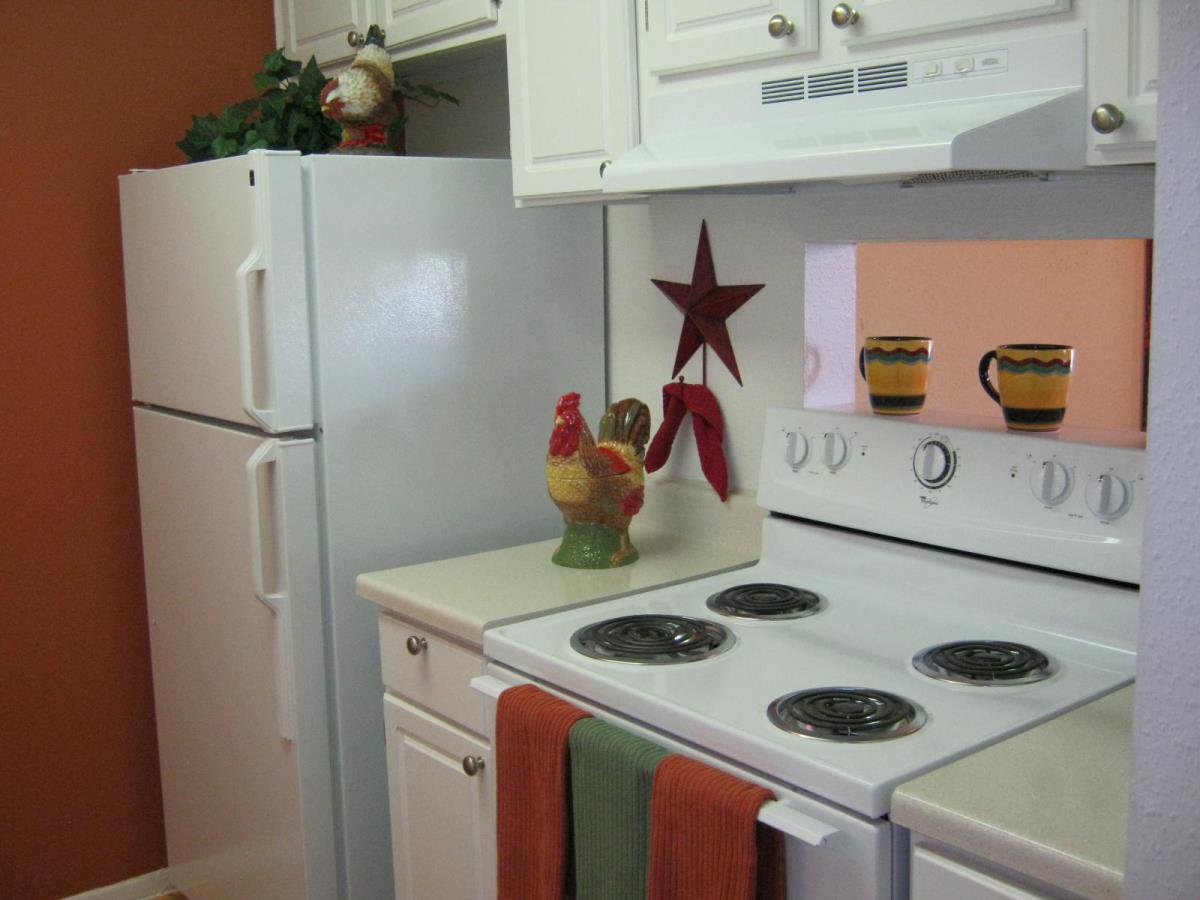 Kitchen at Listing #139907