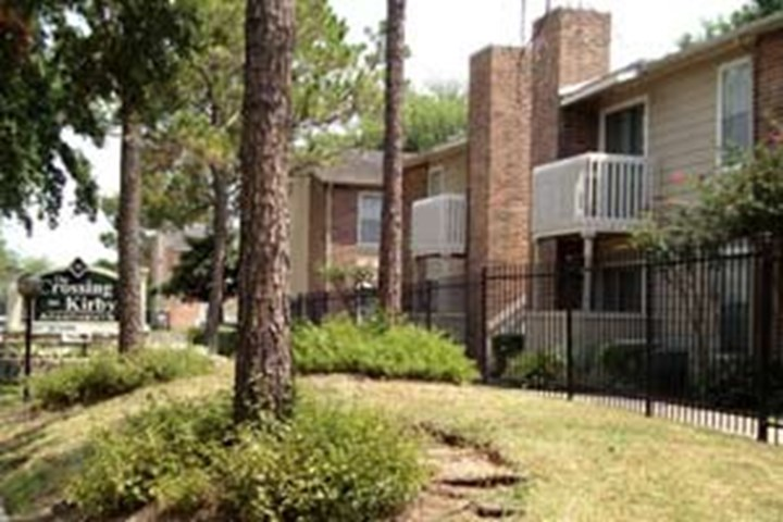 Crossing on Kirby Houston - $640+ for 1 & 2 Bed Apts