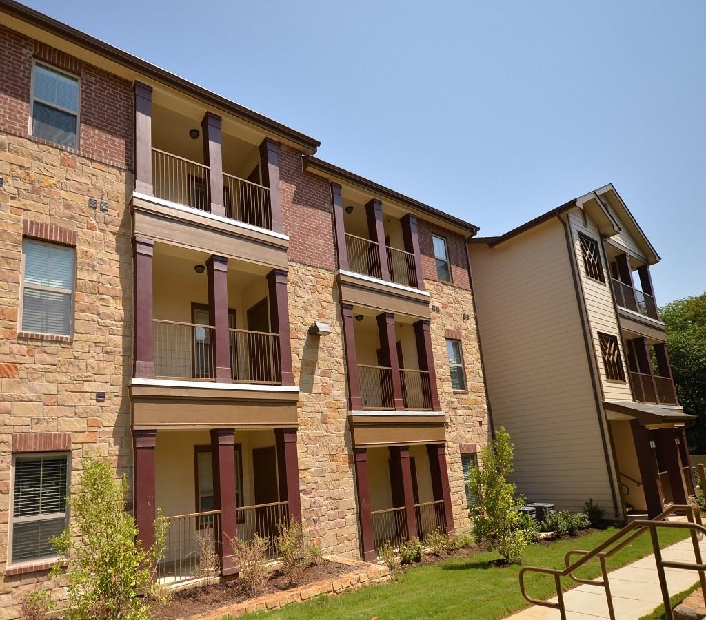 Lakeshore Apartments Lake Dallas, TX