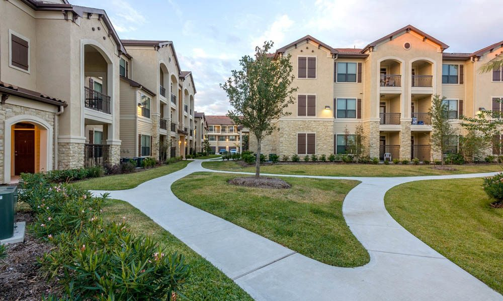 Valencia Place Houston - $1137+ for 1 & 2 Bed Apts