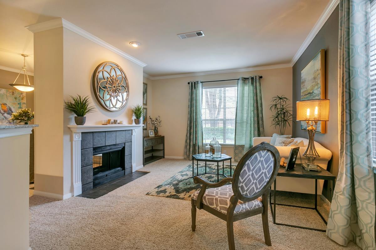 Living at Listing #137693