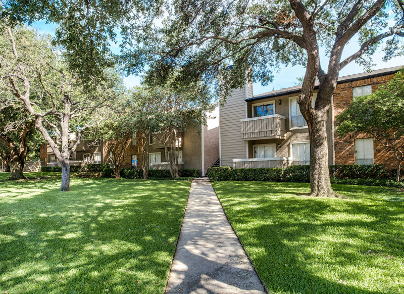 Chase in the Village I & II at Listing #136691