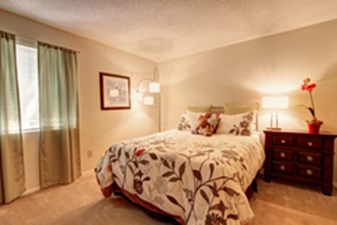 Bedroom at Listing #140295