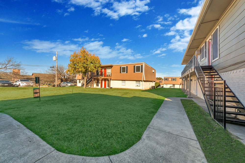 Exterior at Listing #136841