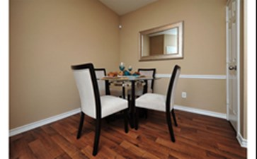 Dining at Listing #138014
