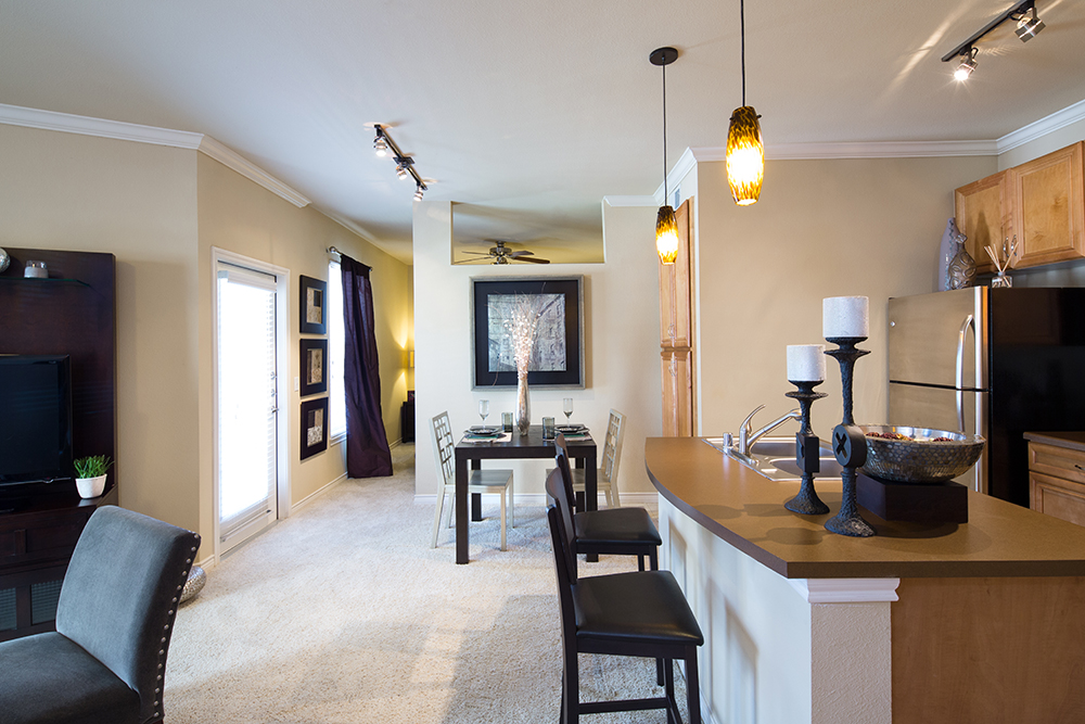 Dining at Listing #144771