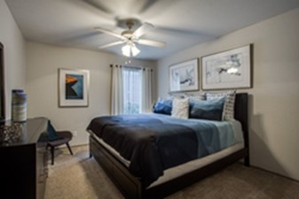 Bedroom at Listing #140182