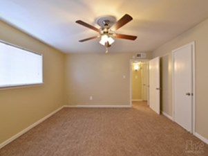 Bedroom at Listing #138427