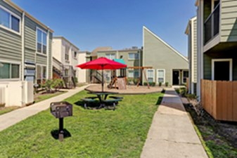 Courtyard at Listing #139828