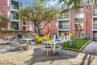Courtyard at Listing #135854