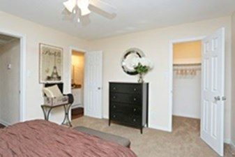 Bedroom at Listing #140024
