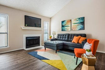 Living at Listing #136246